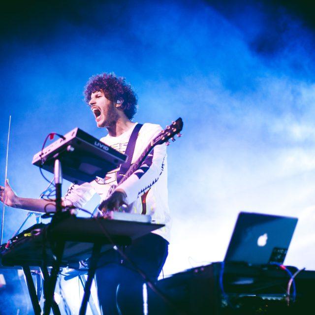 Teclista y DJ de Kidsimius en el Festival Arte Nou Cornellà 2019