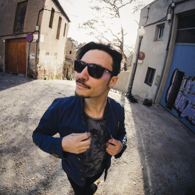 Marcos Deker, guitarrista y cantautor.